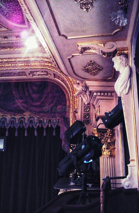 Lemberg-Opernhaus parterre Weicher Fokus formteil stockfotos