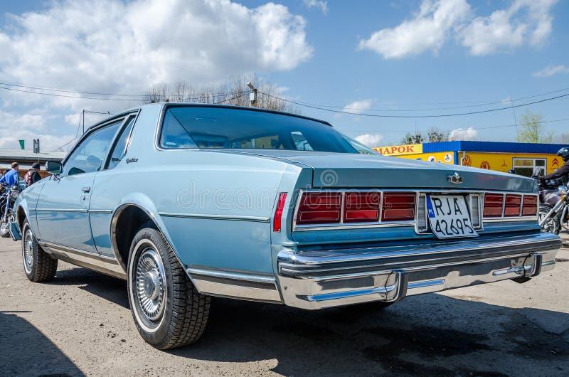 LEMBERG, UKRAINE - APRIL 2016: Retro- Auto Chevrolet der alten Modeweinlese lizenzfreie stockbilder