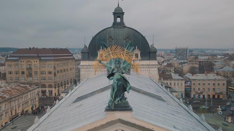 Lemberg, Ukraine - 17, im Dezember 2019 E Popul?re Statue auf Lemberg-Oper lizenzfreie stockfotografie