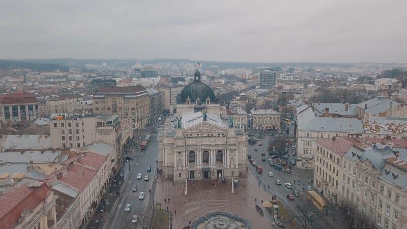 Lemberg, Ukraine - 17, im Dezember 2019 Europ?ische von der Luftstadt Popul?re Lemberg-Oper lizenzfreie stockfotos
