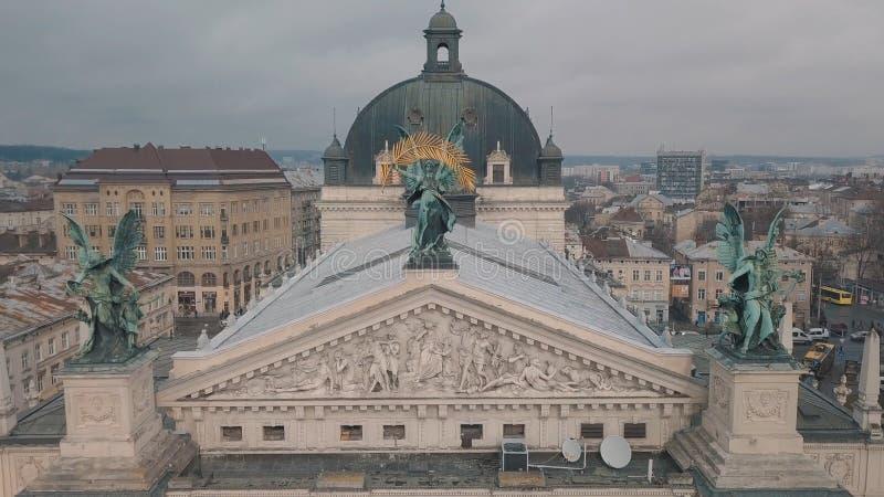 Lemberg, Ukraine - 17, im Dezember 2019 Europ?ische von der Luftstadt Popul?re Lemberg-Oper lizenzfreies stockfoto