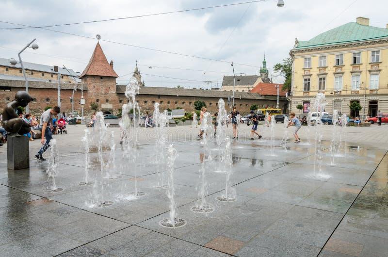 lemberg ukraine  juni 2018 spiel der jungen leute und