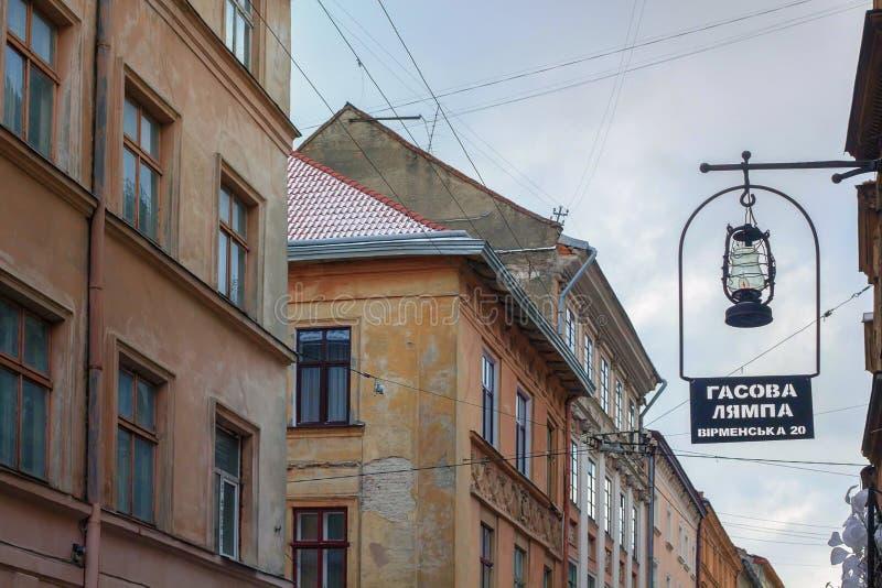 Lemberg, Ukraine - Oktober 2016: Berühmtes ukrainisches Restaurant in Lemberg nannte Gasova Lampa stockfotos