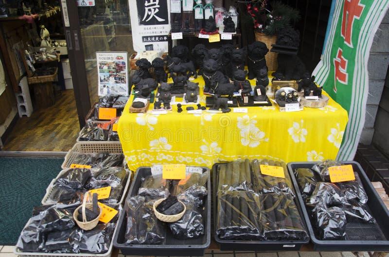 Lembrança feita do carvão vegetal na loja de lembrança para povos da venda em imagem de stock royalty free