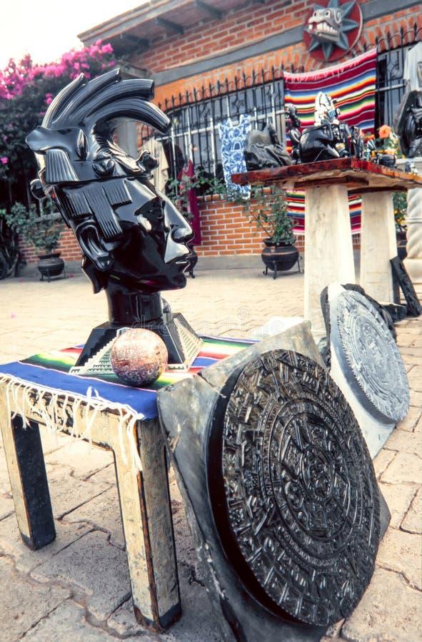 Lembrança principal asteca da estátua da obsidiana feito a mão imagem de stock royalty free