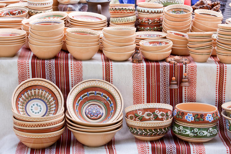 Lembranças Handmade da cerâmica no mercado do artesanato fotos de stock