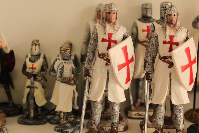 Lembranças medievais coloridas do soldado da vila de Obidos imagens de stock