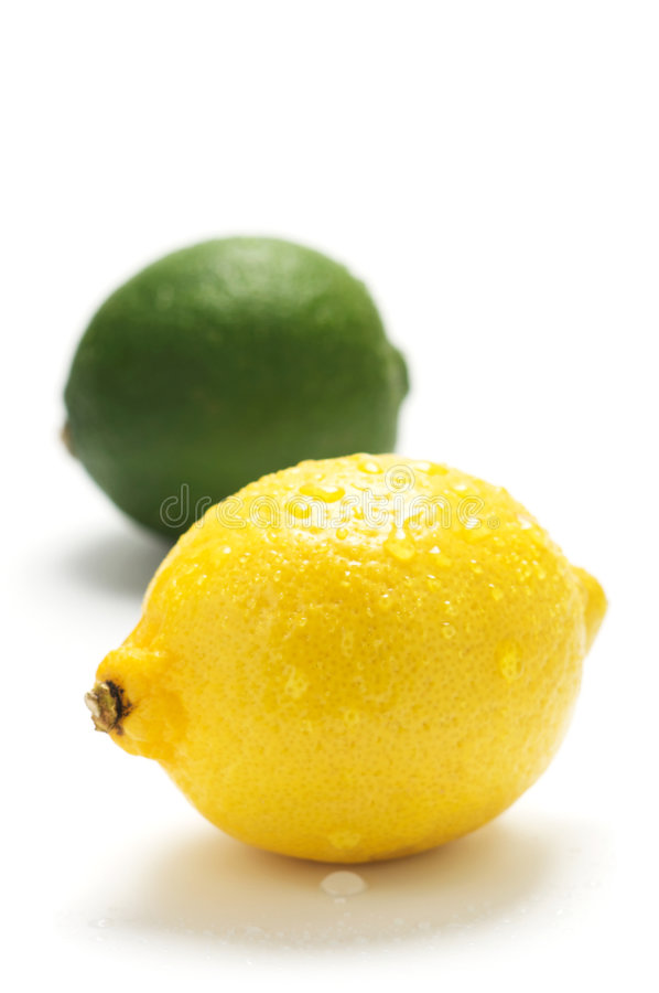 Free Lemon And Lime With Drop Royalty Free Stock Photos - 8134558