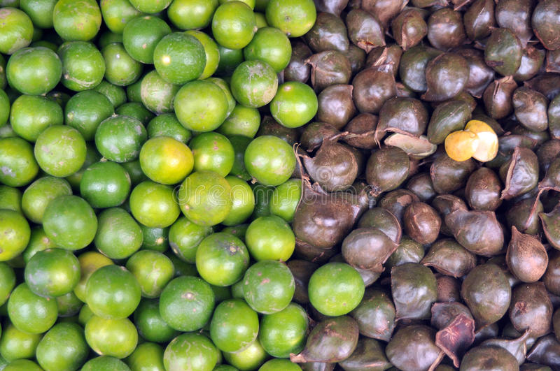 Lemon and Archidendron jiringa Nielsen (Luk nieng, Djenkol bean fruit). 2 colors vegetable is hamonize royalty free stock image