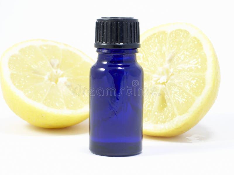 Download Lemon aromatherapy obraz stock. Obraz złożonej z oleje - 136697