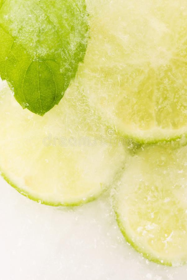 Free Lemon Frozen In Ice Cube Royalty Free Stock Photos - 138366168