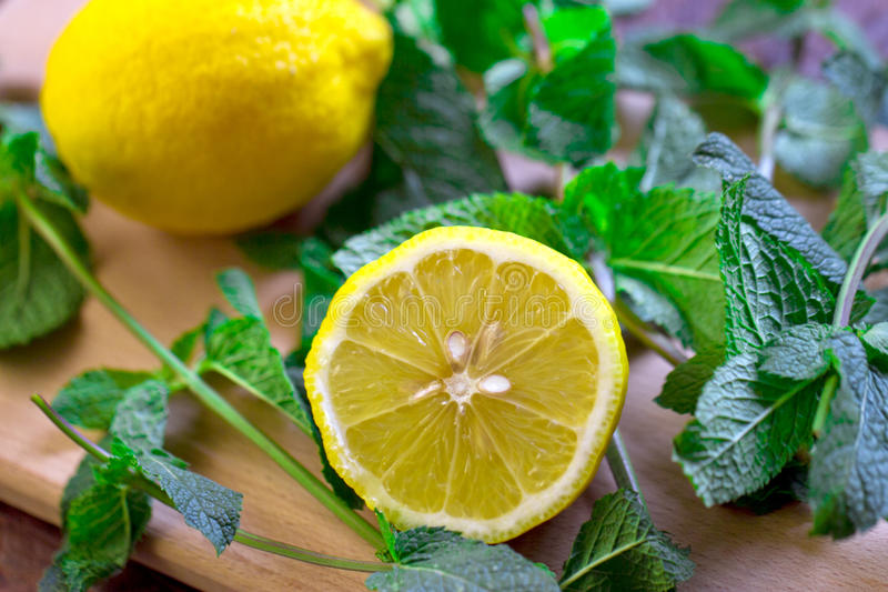 Download Lemon With Mint Stock Photo - Image: 43551579