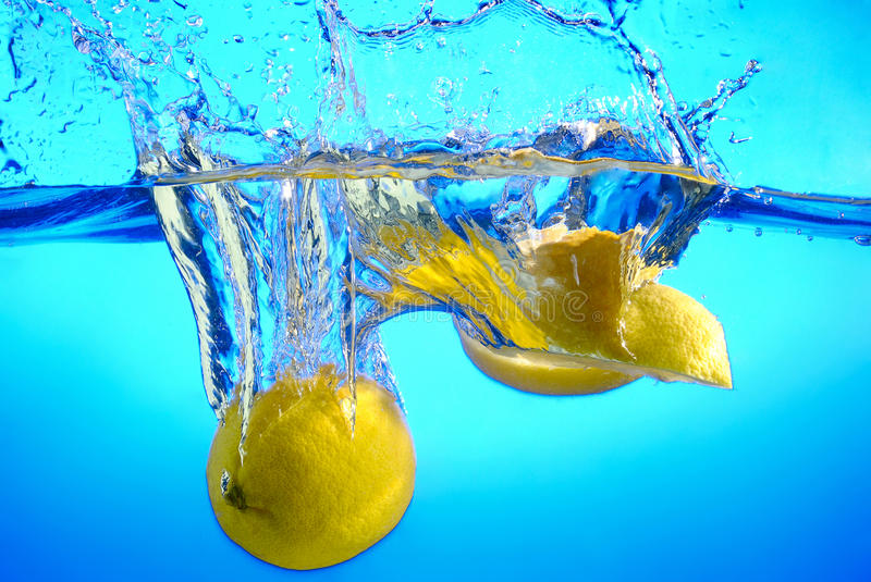 Download Lemon In Water Royalty Free Stock Image - Image: 28785516
