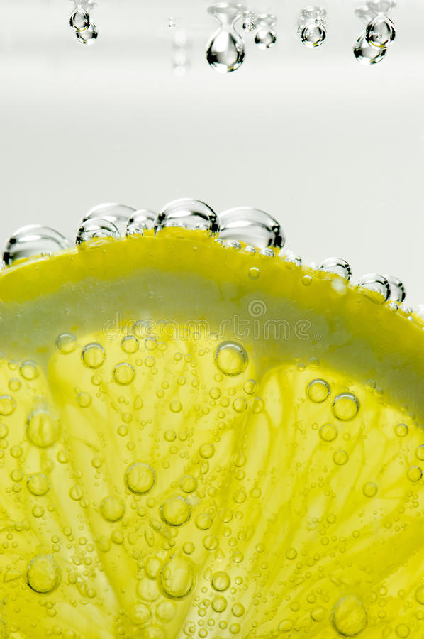 Free Lemon With Bubbles Royalty Free Stock Photo - 23614925