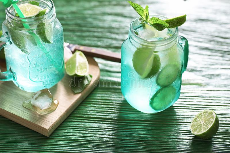Lemonad från limefrukt och mintkaramellen fotografering för bildbyråer