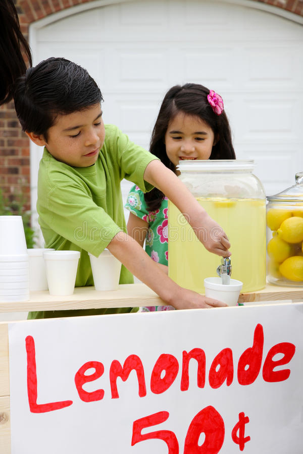 lemonadestand royaltyfria bilder