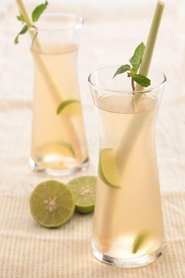 Lemongrassaft lizenzfreie stockfotos