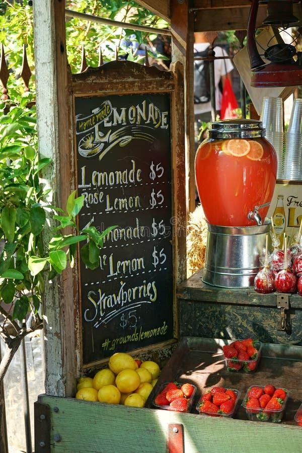 Lemoniada stojak fotografia stock
