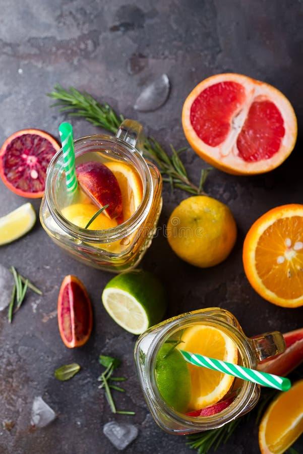 Lemoniada z czerwoną krwionośną pomarańcze, zdjęcie stock
