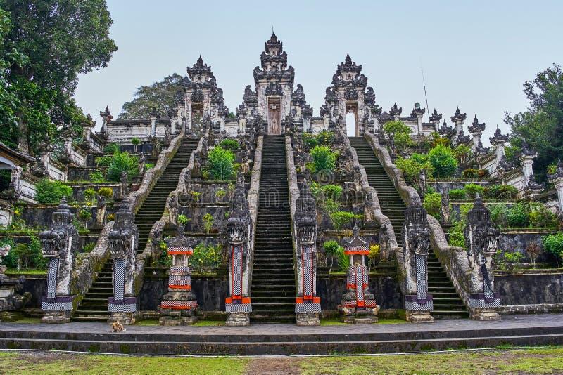 Lempuyang-Tempelansicht über Bali-Insel lizenzfreie stockfotografie