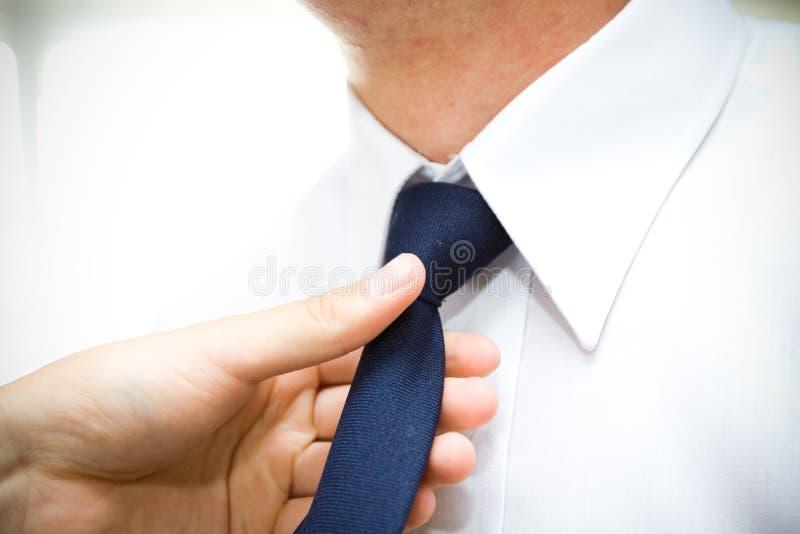 Lenço com o terno de um homem fotografia de stock