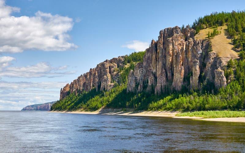 Lena Pillars National Park, Yakutia, Russland lizenzfreie stockfotos