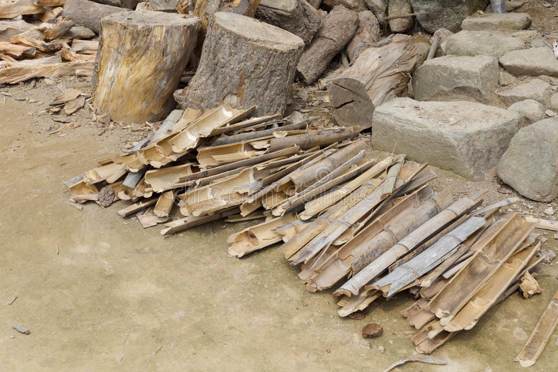 Lenha de madeira e de bambu foto de stock