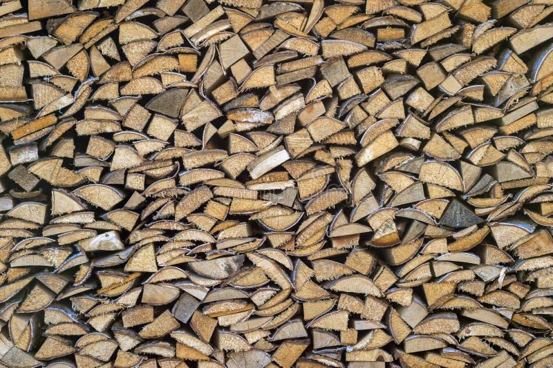 Lenha seca da lenha em uma pilha para a inflamação da fornalha Lenha t fotografia de stock royalty free