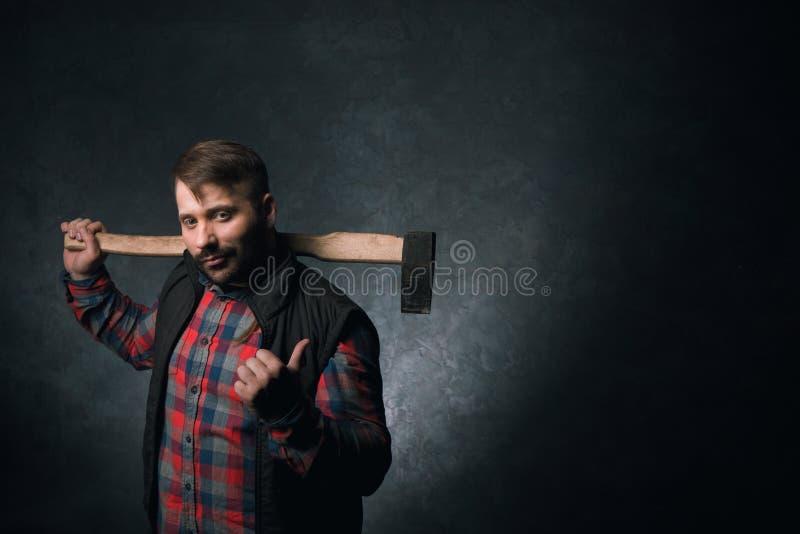 Lenhador com machado Força masculina fotos de stock royalty free