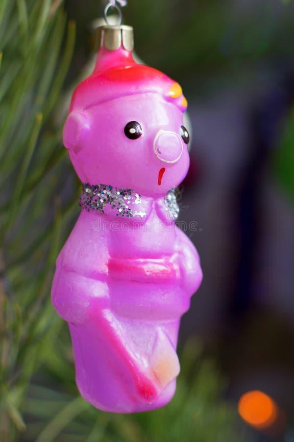 Lenhador estranho do brinquedo da árvore de Natal do vintage do vidro no close up da noite foto de stock