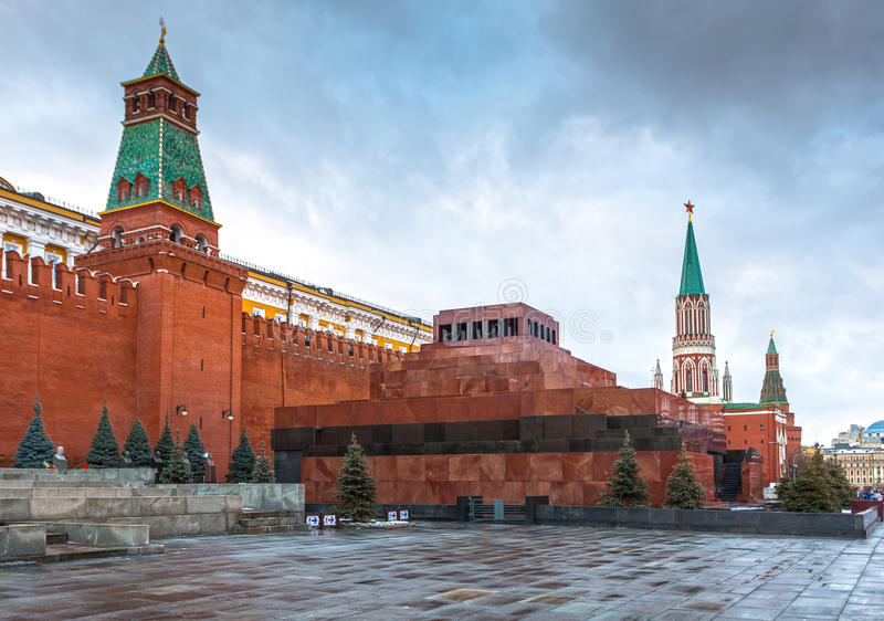 Lenin mauzoleum na placu czerwonego i Kremlin ścianie zdjęcia stock