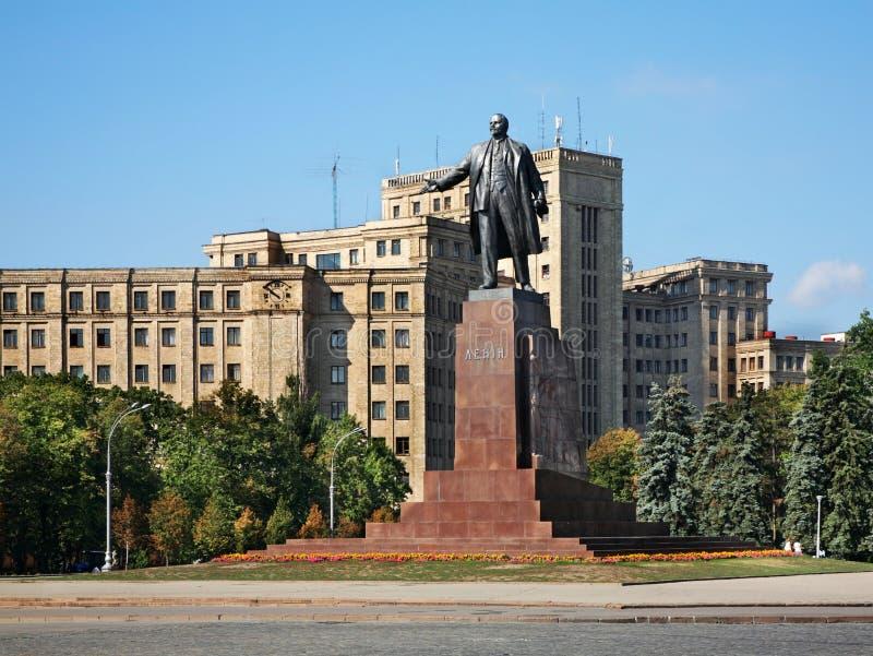 Lenin monument på frihetsfyrkant i Kharkov ukraine fotografering för bildbyråer
