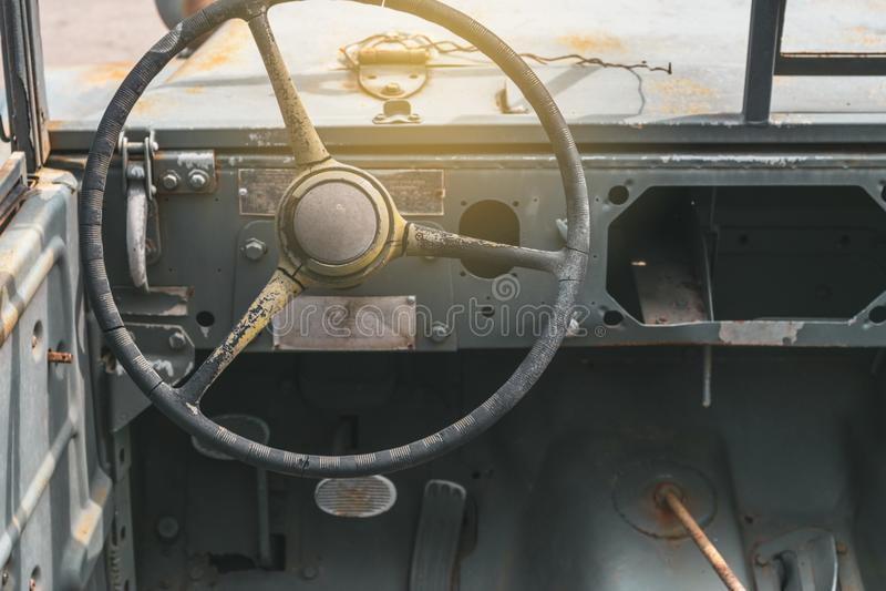 Lenkrad des alten Autos lizenzfreies stockbild