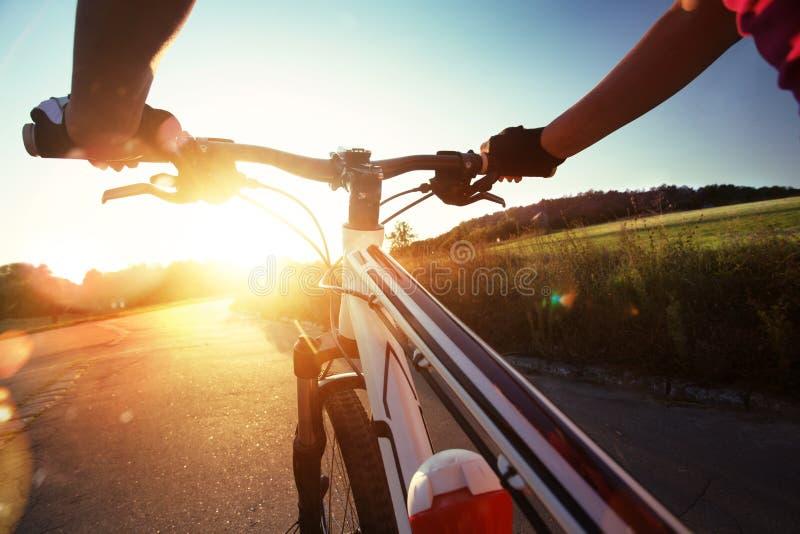 Lenkstange eines Fahrrades stockfotos