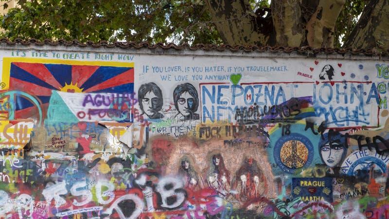 Lennon Wall o John Lennon Wall es una pared en Praga, República Checa imágenes de archivo libres de regalías