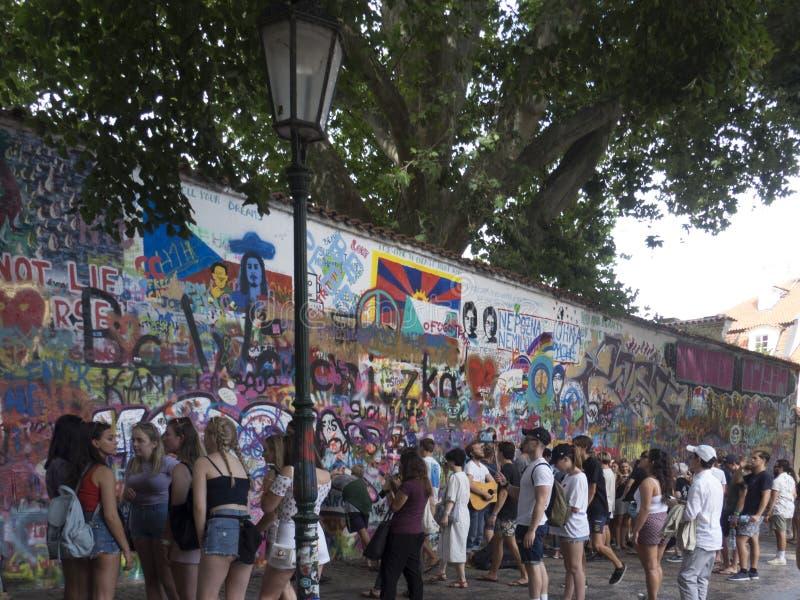 Lennon Wall Prague arkivbilder