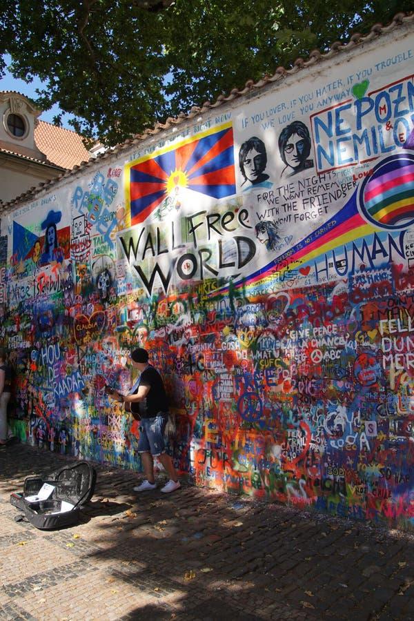 Lennon Wall, symbool van de weerstand van Praag stock afbeelding