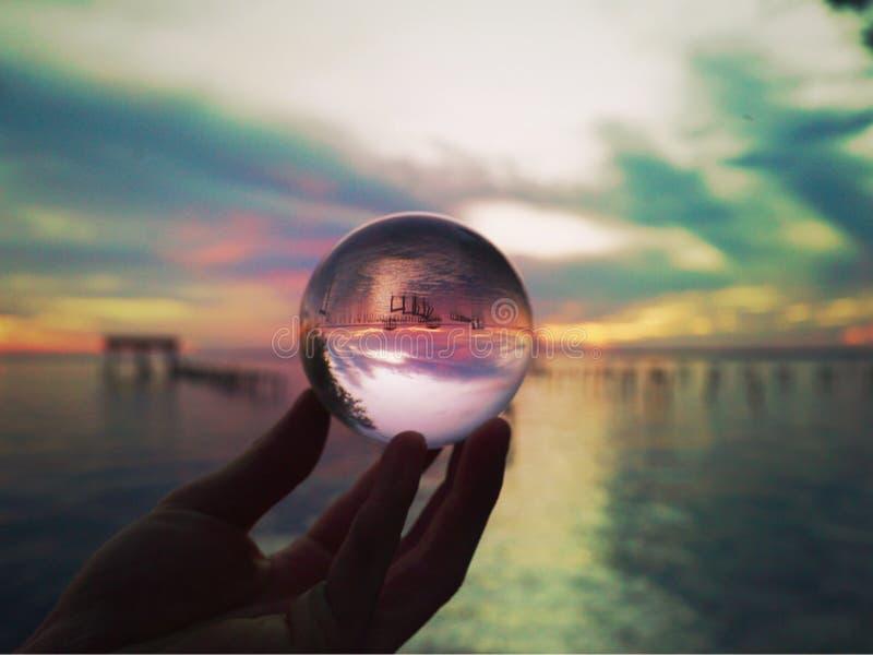Lensballbeeld van Rivier en Zonsondergang royalty-vrije stock foto's