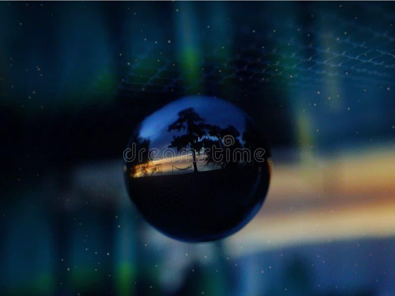Lensballbeeld van Zonsondergang en Water stock afbeelding
