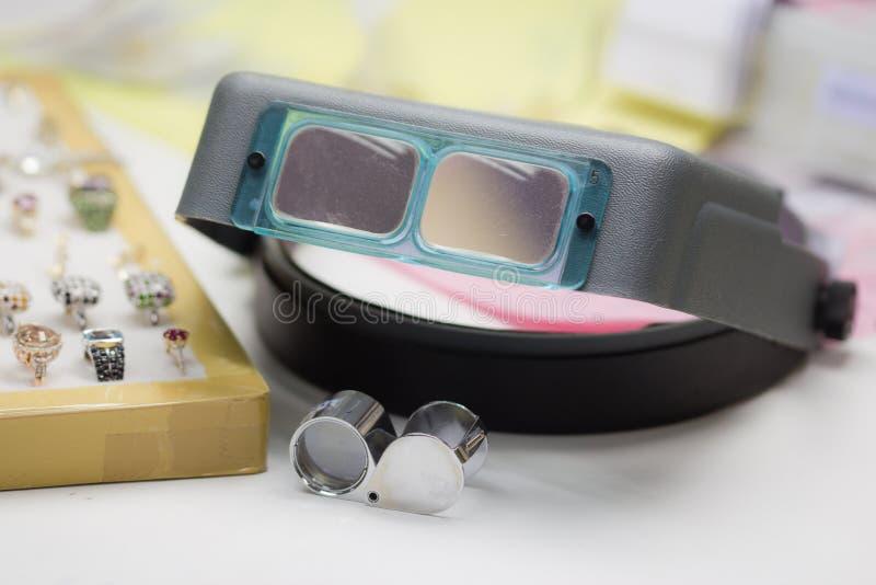 Lente d'ingrandimento dei gioiellieri e della lente di ingrandimento immagine stock libera da diritti