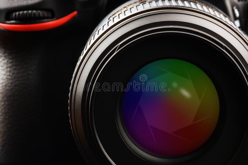 Lente de cámara con el obturador foto de archivo