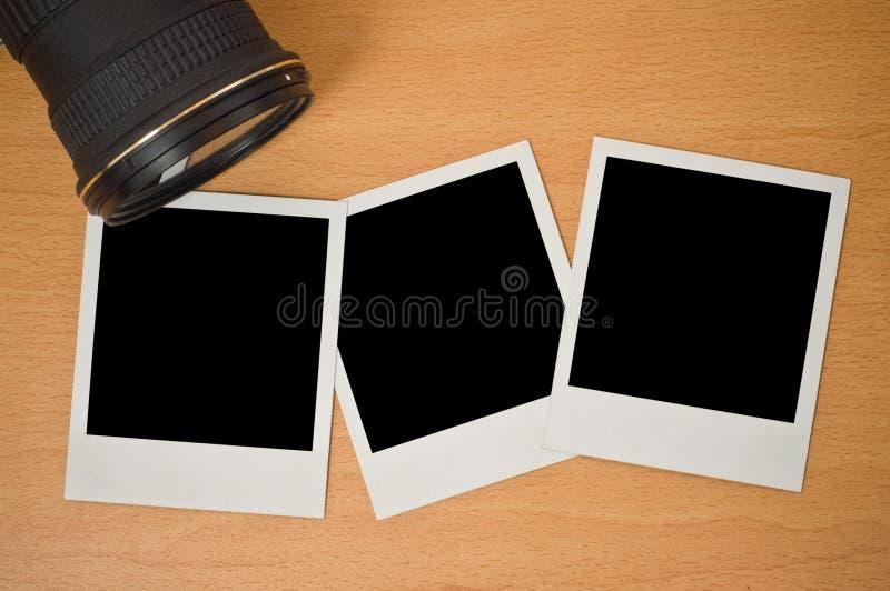 Lente de cámara con los marcos polaroid fotografía de archivo libre de regalías