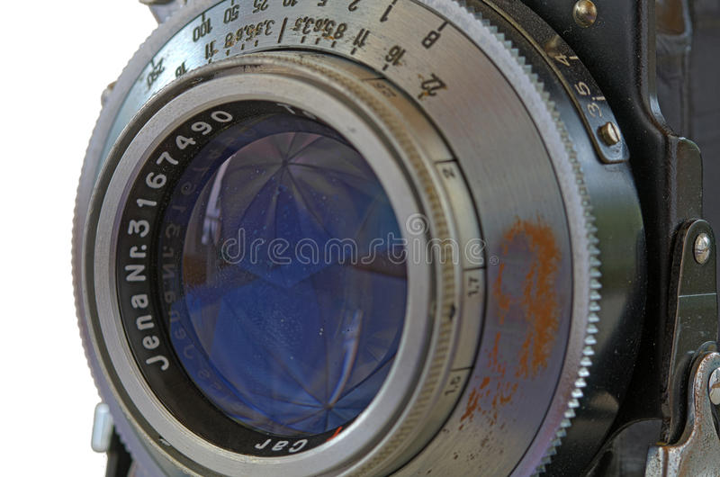 Lente de cámara vieja con el obturador de la hoja imagenes de archivo