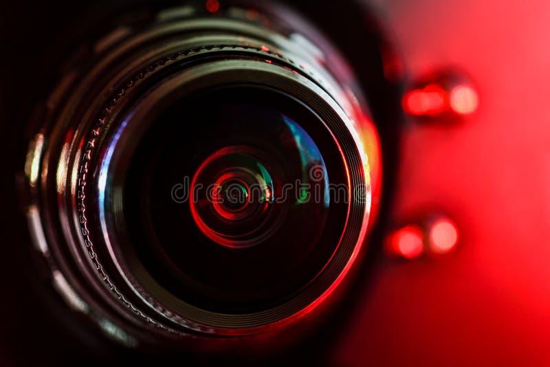 Lente de cámara y contraluz rojo imágenes de archivo libres de regalías