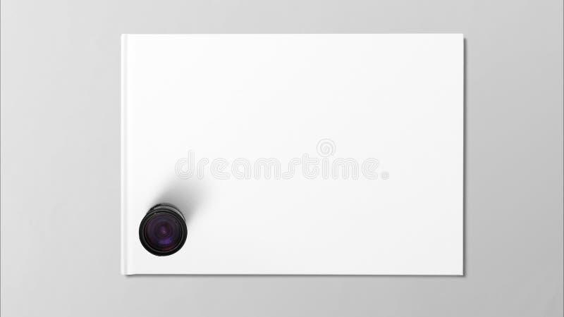 Lente de Digitaces en el Libro Blanco en fondo gris fotos de archivo