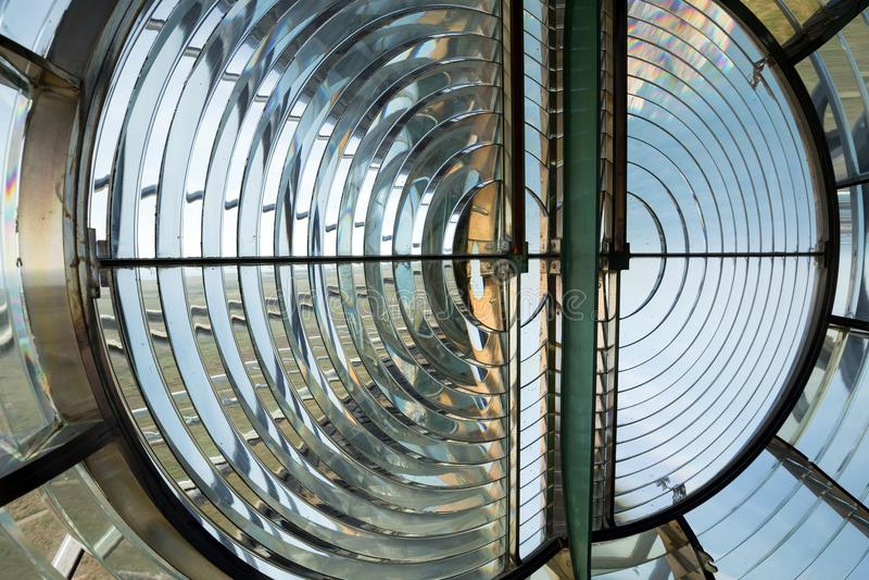 Lente de Fresnel enorme em um farol imagem de stock
