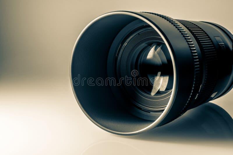 Lente de una macro del primer de la cámara de SLR en luz del sol Foto retra vieja del estilo fotos de archivo