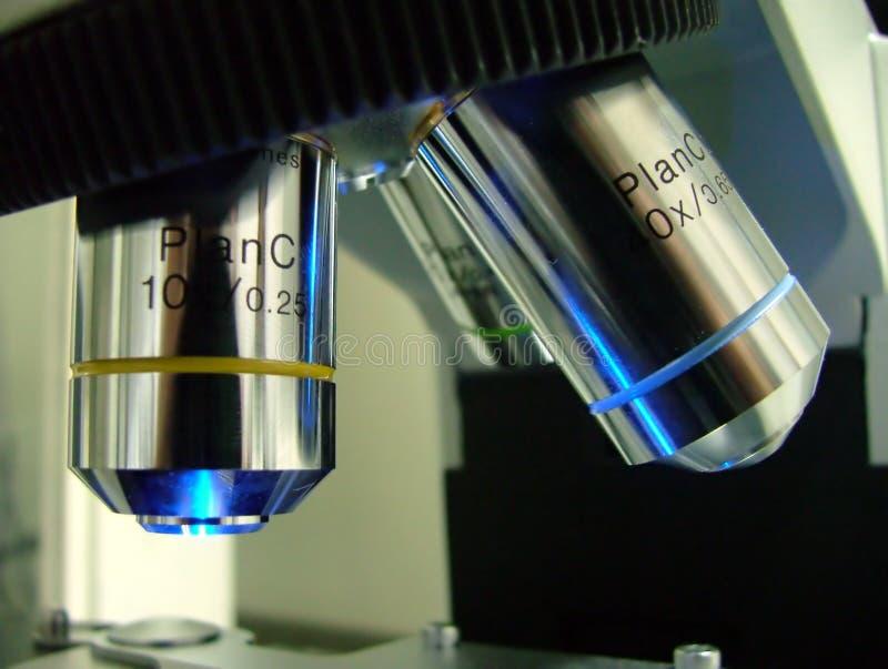 Lente do microscópio imagens de stock royalty free
