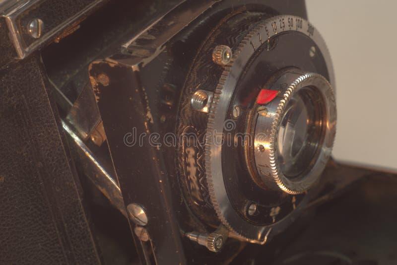 Lente fissa anteriore della fotocamera a cassetta d'annata con i soffietti immagini stock