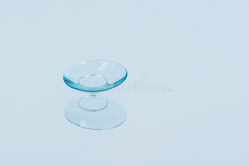 Lente para corrigir mentiras no vidro, close-up da visão foto de stock royalty free